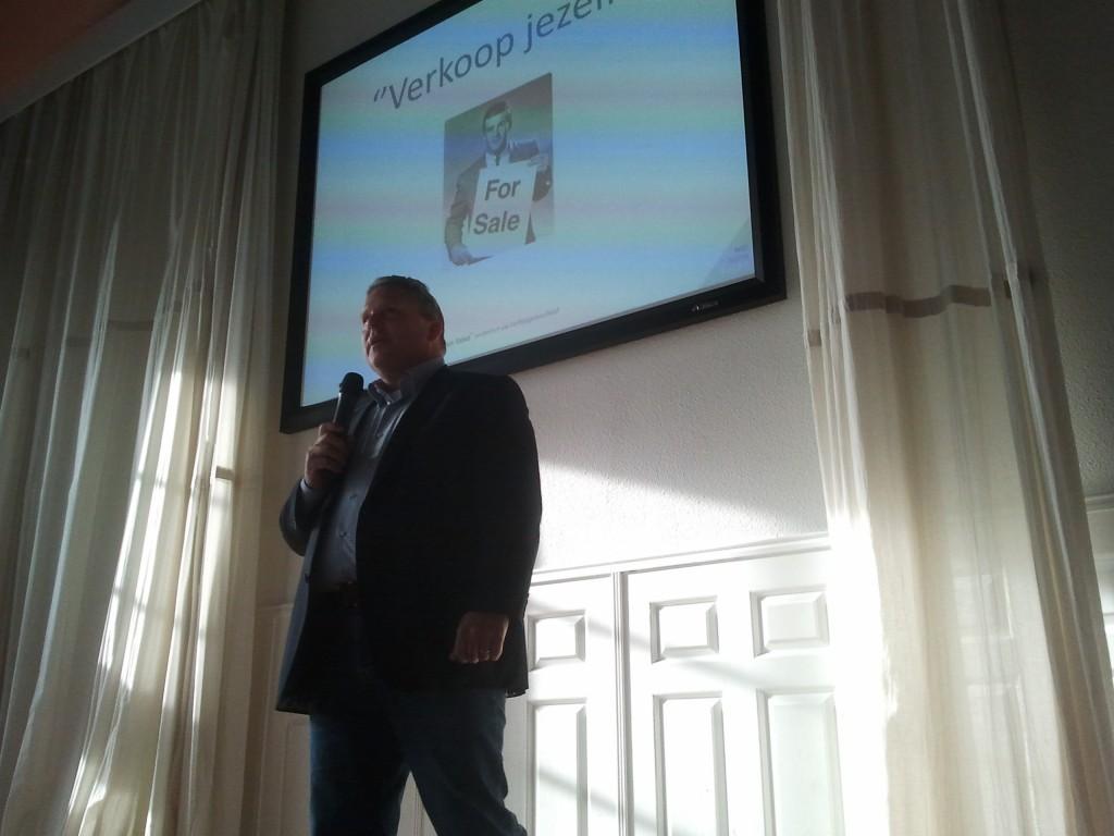 Coen Kijk in de Vegt presenteert op de Open Coffee Zwolle